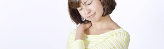 しつこい肩こりの原因は顎のズレ?顎関節症の意外な原因とその対処法