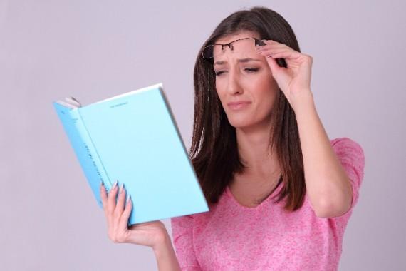 スマホの長時間使用で老眼症状が!スマホ老眼の4つの予防法