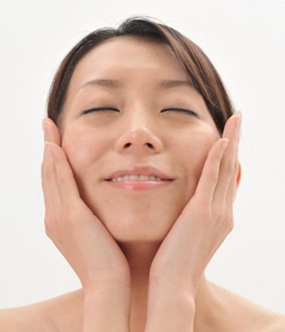 当サロンの小顔矯正セラピーによるシンメトリー効果について