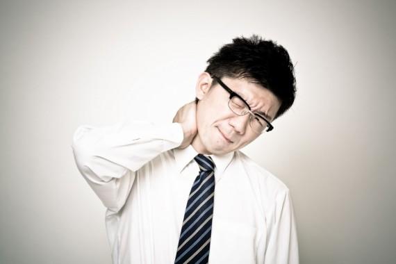 デスクワーカー必見!職場でできる首コリを改善するための3つの方法