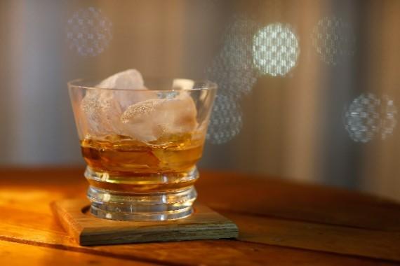 飲酒を肯定する理由に最適!ウイスキーとワインの健康効果