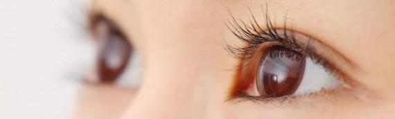 目元のシワを伸ばし、むくみを解消する為の方法を紹介