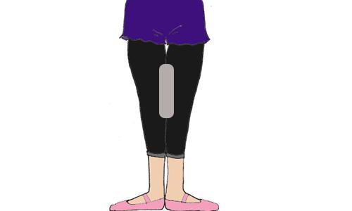 XO脚は既に説明した通り、他の2つの内股と比べて複雑ですので時間がかかる事は覚悟しておいて下さい。下の図のように、膝にタオルなどを挟んだ状態で、踵をつけた